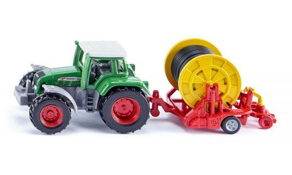 SIKU 1677- Super Fahrzeuge - Traktor mit Bewässerungshaspel